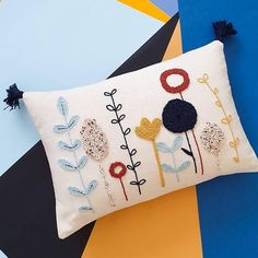Boho Throw Pillows, Floral Pillows, Throw Pillow Cases, Punch Needle Kits, Punch Needle Patterns, Handmade Pillows, Handmade Pillow Covers, Needle Cushion, Diy Broderie