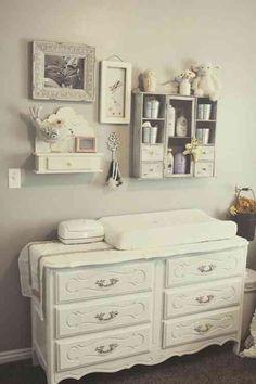 Élégance en gris pour la chambre bébé