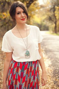 whtie shirt and cute long necklace
