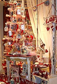 valentine tree- I always thought I'd love to have a tree for all seasons!!