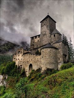 The castle where king Hamlet's ghost roams by the guards. Castle where Hamlet, the Queen, and Claudis lives.