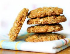 Crunchy-chewy, filled with fiber and just sweet enough Anzac cookies .Easy and fast to make. Learn To Cook, Biscuit, Sausage, Almond, Blog, Cookies, Meat, Baking, Breakfast