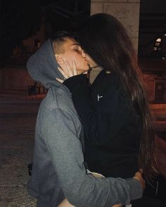 H for couples relationship goals Couple Tumblr, Tumblr Couples, Teen Couples, Cute Couples Photos, Cute Couple Pictures, Cute Couples Goals, Cute Couples Kissing, Adorable Couples, Couple Kissing