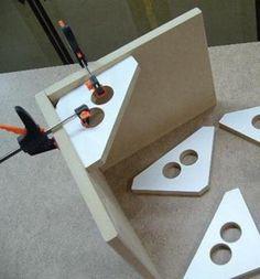 Supports d'équerre 90° faits de MDF pour assemblage de caissons (8″ X 8″ approx.) MDF 90° support brackets for casing assembly (8″ X 8″ approx.) Inscrivez-vous g… #woodworkingideas