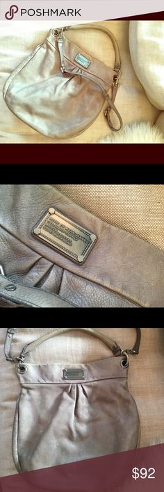 Marc By Marc Jacobs purse 💁🏼 This perfectly used taupe/ grey Marc Jacobs bag is a classic hobo style bag. Versatile with handle or crossbody strap. Handle leather is faded and differs from the bags grey/ taupe color, however is still cute! Lots of wear left in this fashion fave!👌🏼💅🏻 Marc By Marc Jacobs Bags Hobos