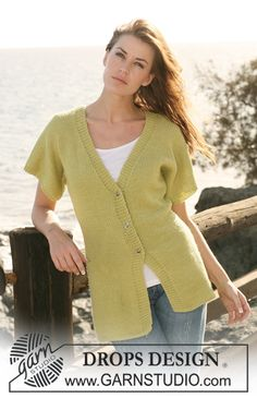 """Knitted DROPS jacket with short sleeves in 2 threads """"Alpaca"""". Size S-XXXL."""