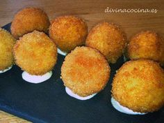 Receta de Patatas bomba caseras - Great Tutorial and Ideas Puerto Rican Recipes, Stuffed Mushrooms, Stuffed Peppers, Fiesta Party, Spanish Food, Canapes, Sin Gluten, Carne Picada, Love Food