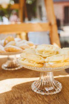 Mini Blueberry Cheesecake & Rose Cookies [von den Foodistas] Fotocredit: Katinka Stone