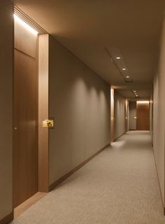 Four Seasons Private Residences - Projects - Arthur Casas Lobby Design, Design Entrée, Hotel Room Design, Door Design, House Design, Interior Design, Hotel Hallway, Hotel Corridor, Hotel Door