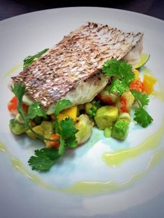Snapper with papaya, avocado and chilli salsa. Fish Recipes, Seafood Recipes, Asian Recipes, Mexican Food Recipes, Cooking Recipes, John Dory, Rick Stein, Italy Food, Appetisers