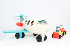 I had this Little People airplane but I didn't have that little luggage trolley. Now I feel gipped ;)