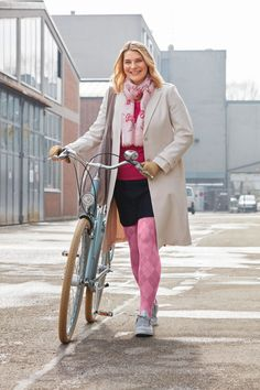 Pink Tights, Colored Tights, Patterned Tights, Geek Chic Outfits, Back To School Outfits, Trends, All About Fashion, Hosiery, Sneakers