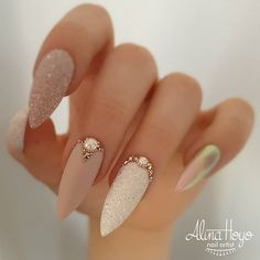 Ongles Bling Bling, Bling Nails, Glitter Nails, Stiletto Nails, Rhinestone Nails, Rhinestone Nail Designs, Jewel Nails, Sparkle Nails, Oval Nails