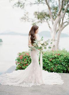 Tendance Robe du mariage 2017/2018  Stunning lace Ines di Santo wedding dress: www.stylemepretty Photography: Vas