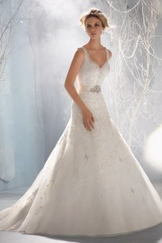 2013 Wedding Dresses Trumpet/Mermaid V Neck Sweep/Brush Train Organza Applique