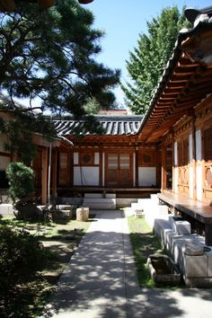 Guest House Lak Go Jae: time machine to old Korea Japanese Architecture, Architecture Old, Design Plaza, Asian House, South Korea Travel, Asian Design, Japanese House, Deco Design, Traditional House