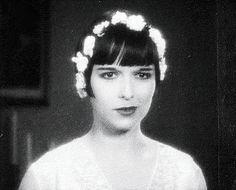 Constance Marie kön video