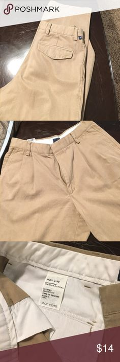 Docker khakis 30x30 Docker khakis 30x30... pleated classic fit... great condition. Just needs new home :) Dockers Pants Chinos & Khakis