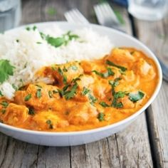 Easy Creamy Slow Cooker Chicken Tikka Masala is warm, comforting, delicious, and so easy to make! (Verdict: I've been searching for a good slow cooker chicken tikka masala recipe and this is the best one I've tried so Healthy Slow Cooker, Slow Cooker Recipes, Paleo Recipes, Indian Food Recipes, Crockpot Recipes, Cooking Recipes, Cooking Games, Poulet Masala, Tika Massala