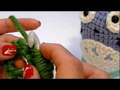 In this video, I demonstrated how to join the round when using the Knook. This video will be part of four videos related to Knooking in the roun. Crochet Crafts, Yarn Crafts, Easy Crochet, Crochet Toys, Free Crochet, Crochet Baby, Knit Crochet, Loom Knitting, Knitting Stitches