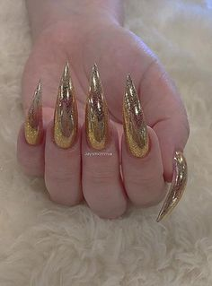 68 Beautiful Stiletto Nails Art Designs And Acrylic Nails Ideas 2020 - Lily Fashion Style Soft Nails, Edgy Nails, Fancy Nails, Pretty Nails, Pastel Nails, Bling Acrylic Nails, Stiletto Nail Art, Summer Acrylic Nails, Bling Stiletto Nails