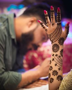 10 Best Mehndi Designs Name List Which are in Trend of 2018 Arabic Bridal Mehndi Designs, Mehndi Designs For Girls, Stylish Mehndi Designs, Mehndi Design Pictures, Best Mehndi Designs, Beautiful Henna Designs, Mehndi Images, Bridal Henna, Indian Henna Designs