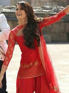 why dont i ever find these when I go shopping! Punjabi Fashion, India Fashion, Bollywood Fashion, Asian Fashion, Patiala Dress, Punjabi Dress, Punjabi Suits, Patiala Salwar, Anarkali
