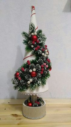 Outstanding Christmas deco detail are available on our internet site. Christmas Tree Bows, Homemade Christmas Decorations, Christmas Candles, Christmas Centerpieces, Christmas Tree Toppers, Diy Christmas Ornaments, Holiday Crafts, Xmas Decorations, Xmas Tree