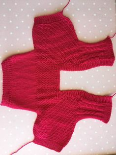 Baby Cardigan Knitting Pattern Free, Baby Knitting Patterns, Tricot Baby, Love Crochet, Filet Crochet, Diy Crafts Videos, Free Pattern, Barbie, Couture