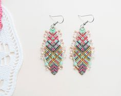 Bohemian feathers micro macrame earrings free por MartaJewelry