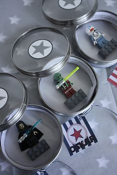 Seriously awesome DIY idea for Star Wars The Force Awakens birthday party invitations or favors, from Das Kleine Weiss Haus Star Wars Party, Theme Star Wars, Star Wars Decor, Lego Birthday Party, Star Wars Birthday, 6th Birthday Parties, Birthday Party Invitations, Party Favors, Invites