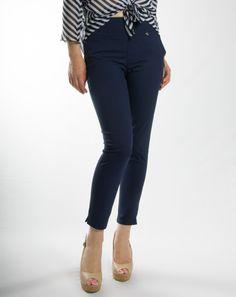 Παντελόνι ψηλόμεσο με τσέπες, κολακεύει κάθε σωματότυπο!  Σύνθεση: 62%COT 33%PES 5%EL  Ελληνικής κατασκευής Capri Pants, Fashion, Capri Trousers, Moda, Fashion Styles, Fashion Illustrations