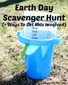 Fun Earth Day activities for kids are a great way to teach them the importance of mother nature. This Printable Earth Day Scavenger Hunt for kids is a great way to get them involved. #ad #EarthDay #scavengerhunt #scavengerhuntclues