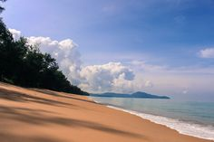We prove that even a touristy and famous destination can be surprisingly relax & unspoiled. What to do in Phuket, Thailand. Attractions beyond Patong Beach.