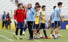 Del Bosque junto a Casillas antes de un entrenamiento durante la Copa Confederaciones 2013 #seleccionespanola #LaRoja #diariodelaroja