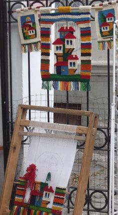 Carpets And Flooring Near Me Weaving Loom Diy, Weaving Art, Tapestry Weaving, Weaving Projects, Diy Craft Projects, Crafts, Modern Tapestries, Foto Blog, Woven Wall Hanging