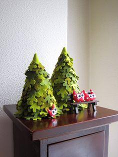 Fir trees, family of owls. Evergreen felt tree. Fiber art.