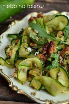Kurczak zcukinią Salad Recipes, Healthy Recipes, Sprout Recipes, Galette, Food Inspiration, Chicken Recipes, Food Porn, Dinner Recipes, Good Food