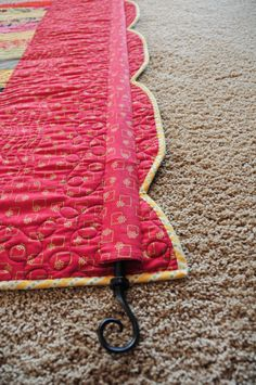 How to hang a quilt ideas and instructions.
