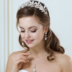 An exquisite MNEME jewelryset is offered to your attention right now. The clear cubiczirconia bridal earrings and necklace look luxuriant, yet elegant meanwhile. They can become perfect gift for any elegant woman. The MNEME set is composed of an