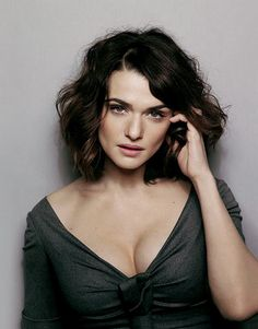 Rachel Weisz. great look...