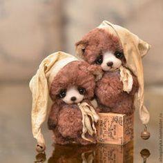 These little guys are darling - **Copyright teddy-bears Bespalova Catherine: August 2012 Vintage Teddy Bears, Cute Teddy Bears, Needle Felted Animals, Felt Animals, Stuffed Animals, Stuffed Bear, Tiny Teddies, Bear Doll, Monkey Doll