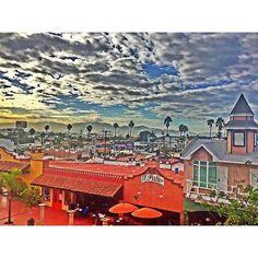 Buenos días, no importa si esta nublado o soleado, si es de día o de noche, si hacer frío o calor, en #Ensenada siempre encontraras algo por hacer, como caminar por sus calles, conocer y probar su gastronomía, pescar, surfear, rappel, degustar vinos, descansar en sus playas y más! Estas listo para el viaje? Aventura por suky_mena