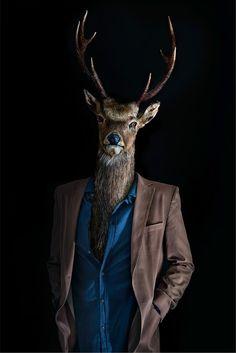 """Miguel Vallinas ha elaborado una serie de fotografías llamada """"Segundas pieles"""" en las que relaciona el cuerpo humano con cabezas de animales. Un increíble trabajo de este famoso fotógrafo publicitario."""