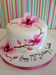 Beautiful  - looks like pink orchids on a round cake