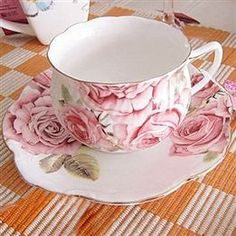 Pink and white rose cup & saucer - tea time Vintage Cups, Vintage Tea, Hand Painted Dishes, Teapots And Cups, Teacups, China Tea Cups, Tea Service, My Cup Of Tea, Tea Cup Saucer