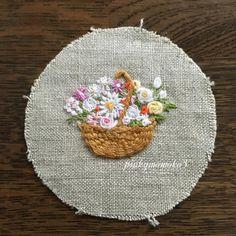 . . 花刺繍。。。 . #embroidery #embroiderythread #flowerembroidery #handmade #handembroidery #flowerbasket #花刺繍 #花籠 #手作り #手刺繍 #ハンドメイド