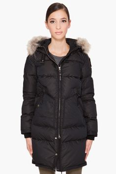 Parajumpers Light Long Bear Woman Jacket Black with a hood will give you well protect for your neck and head. Parajumpers Light Long Bear Women Jacket is designed with high quality and fashion. Besides, Parajumpers Women is the newest design in 2012. If you want to keep fashion pace, you should buy it. You will never regret buying Parajumpers Parka. Welcome to buy cheap Parajumpers Jacket Sale online!