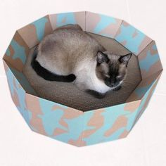 Iti- Birdy Migration Cat Bed - Great for homes with multiple cats.-Classic design for any interior. Naturally attracts cats to scratch and sleep.