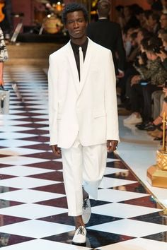 See the complete Dolce & Gabbana Spring 2017 Menswear collection.
